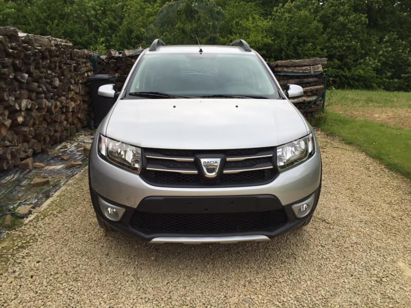 dacia sandero stepway prestige dci 90cv 23750 km. Black Bedroom Furniture Sets. Home Design Ideas