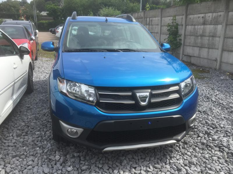dacia sandero stepway prestige tce 90cv 46528 km. Black Bedroom Furniture Sets. Home Design Ideas
