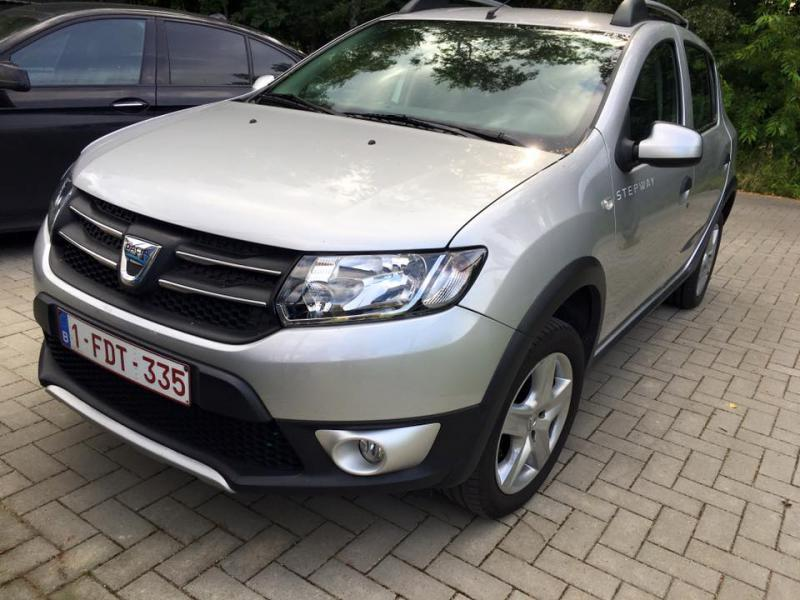 dacia sandero stepway prestige tce 90cv 42293 km. Black Bedroom Furniture Sets. Home Design Ideas